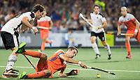 AMSTELVEEN -  Jonas de Geus (Ned) tijdens Nederland-Oostenrijk bij de Rabo EuroHockey Championships 2017.  COPYRIGHT KOEN SUYK