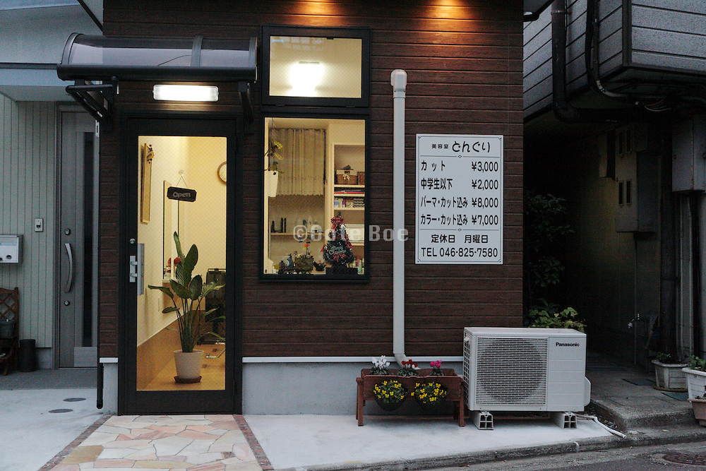 small haircut and beauty salon Yokosuka Japan
