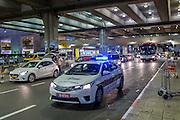 TEL AVIV - 02-11-2016, Maccabi TelAviv - AZ,  Netanya Stadion, aankomst, vertrek bus onder politie begeleiding.