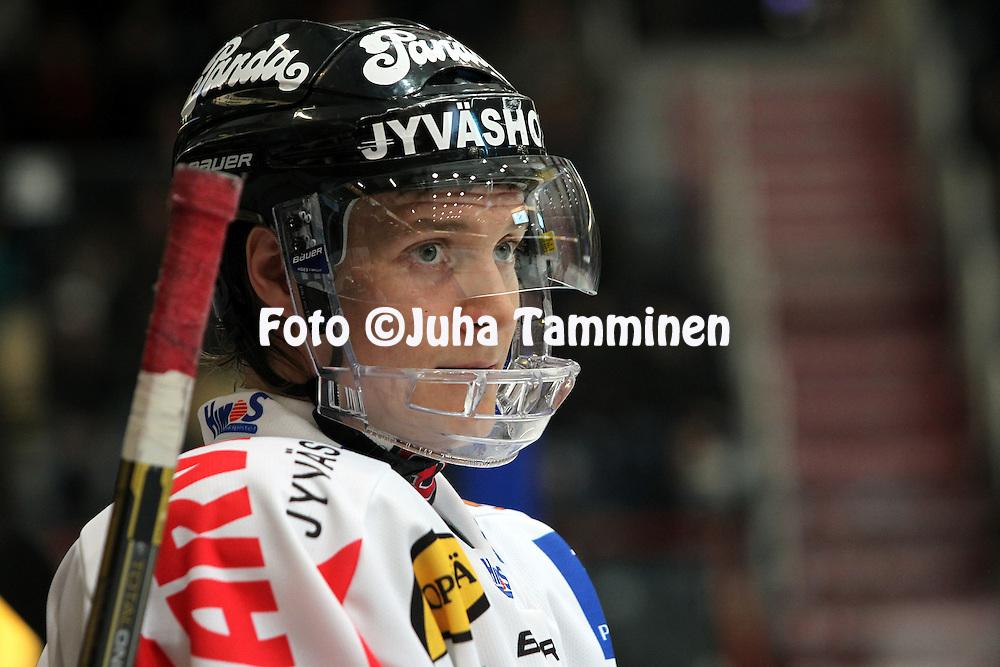 23.11.2010, H?meenlinna..J??kiekon SM-liiga 2010-11. .HPK - JYP..Lauri Taipalus - JYP.©Juha Tamminen.