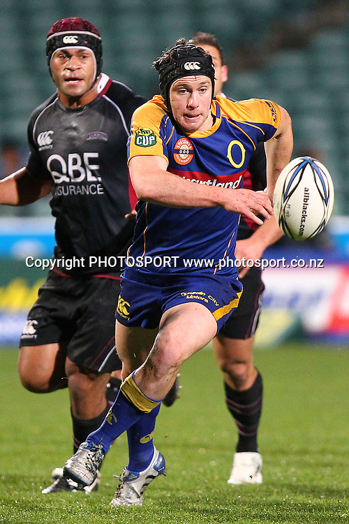 Otago's Ben Smith chases down a loose ball. ITM Cup rugby union match, North Harbour v Otago at North Harbour Stadium, Albany, Auckland, New Zealand. Thursday 19th August 2010. Photo: Anthony Au-Yeung/PHOTOSPORT