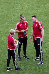 LYON, FRANCE - Tuesday, July 5, 2016: Wales' Gareth Bale, goalkeeper Wayne Hennessey and Jonathan Williams during a training session ahead of their UEFA Euro 2016 Championship Semi-Final match against Portugal at the Stade de Lyon. (Pic by Paul Greenwood/Propaganda)