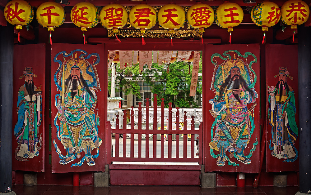 Generals Qin Shubao (秦叔寶) and Wei Chigong (尉遲恭) guard the main door while civil gods holding lucky symbols stand at the side doors. Kaiji Lingyou Temple, Tainan City, Taiwan