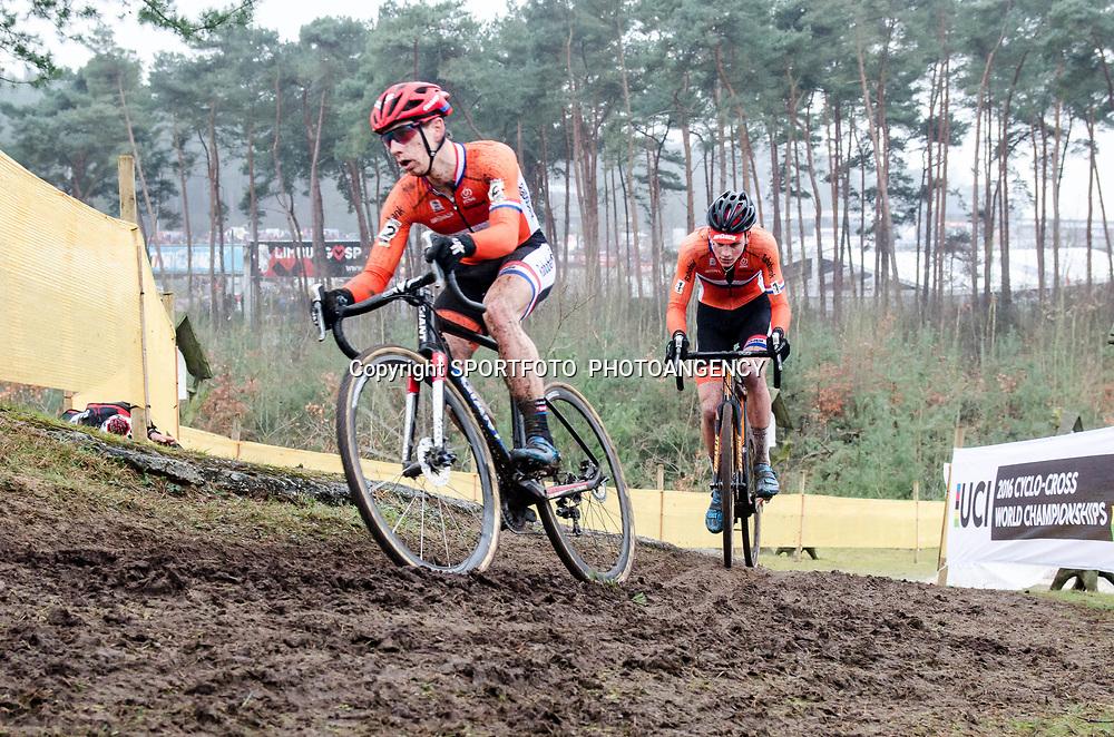 31-01-2016: Wielrennen: WK cyclecross elite: Heusden Zolder<br /> HEUSDEN-ZOLDER (BEL) cyclocrossOp het circuit van Terlamen-Zolder streden de elite veldrijders om de mondiale titels in het veld. <br /> WK Zolder Elite: Lars van der Haar en Mathieu van der Poel