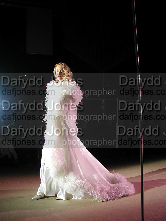 Jerry Hall. Yves St. Laurent. last couture collection, 1962-2002. Pompidou Centre. Paris. 22 January 2002. © Copyright Photograph by Dafydd Jones 66 Stockwell Park Rd. London SW9 0DA Tel 020 7733 0108 www.dafjones.com