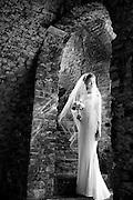Deze Trash the Dress reportages worden gemaakt na de bruiloft. Met of zonder partner erbij. Mooie gelegenheid om eindelijk die echte droomfoto te laten maken, zonder erbij op te moeten letten of de bruidsjurk nog wel schoon blijft.