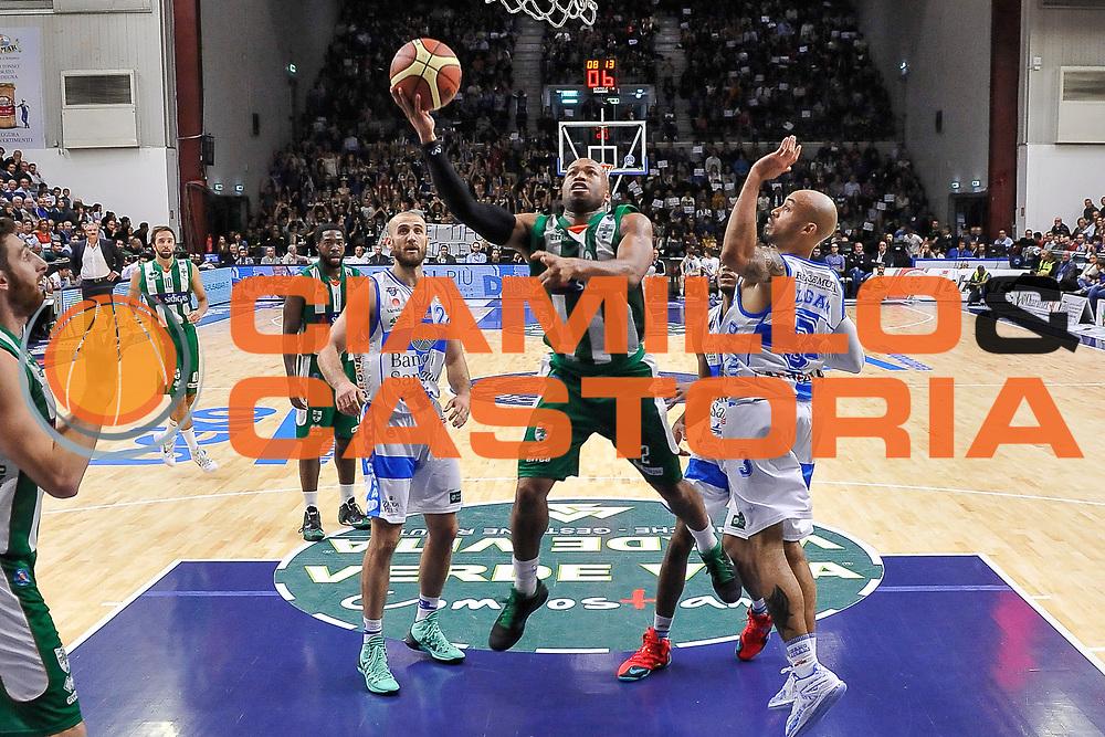 DESCRIZIONE : Campionato 2014/15 Dinamo Banco di Sardegna Sassari - Sidigas Scandone Avellino<br /> GIOCATORE : Sundiata Gaines<br /> CATEGORIA : Tiro Penetrazione Sottomano<br /> SQUADRA : Sidigas Scandone Avellino<br /> EVENTO : LegaBasket Serie A Beko 2014/2015<br /> GARA : Dinamo Banco di Sardegna Sassari - Sidigas Scandone Avellino<br /> DATA : 24/11/2014<br /> SPORT : Pallacanestro <br /> AUTORE : Agenzia Ciamillo-Castoria / Luigi Canu<br /> Galleria : LegaBasket Serie A Beko 2014/2015<br /> Fotonotizia : Campionato 2014/15 Dinamo Banco di Sardegna Sassari - Sidigas Scandone Avellino<br /> Predefinita :