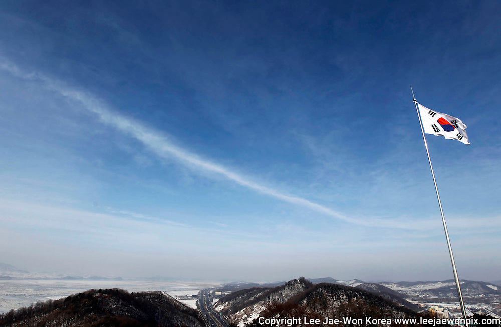 A South Korean flag flutters in the wind on a South Korean observation post, just south of the demilitarised zone separating the two Koreas in Paju, north of Seoul January 1, 2011. North Korea called for end to confrontation and emphasised the need for dialogue with the South in a joint editorial published on Saturday by official newspapers, repeating the line from a year ago in the wake of clashes in 2010. /Lee Jae-Won