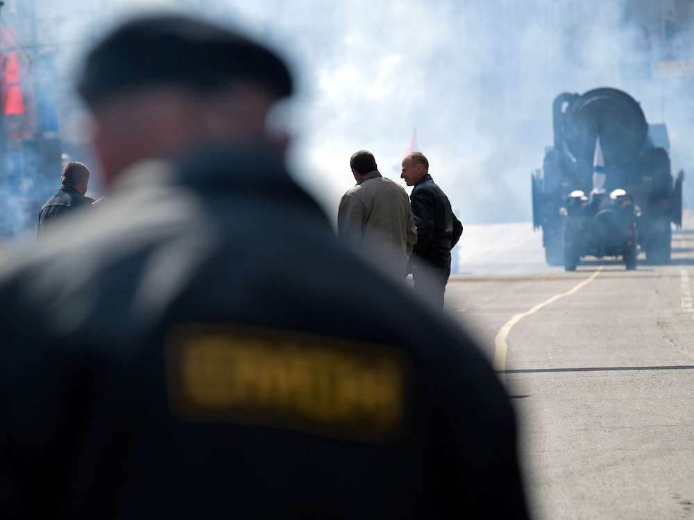 Die von der russischen Spezialeinheit OMON (OMOH)  abgesperrte Prachtstra&szlig;e Twerskaja vor dem Beginn der gr&ouml;&szlig;ten Milit&auml;rparade in Ru&szlig;land seit Ende der Sowjetunion 1991 (9.Mai 2008).<br /> <br /> Street blocked by the Russian Special Purpose Police Squad OMON shortly before the Victory Day parade started (took place the 9th of May 2008) which showcased military hardware for the first time since the Soviet collapse.