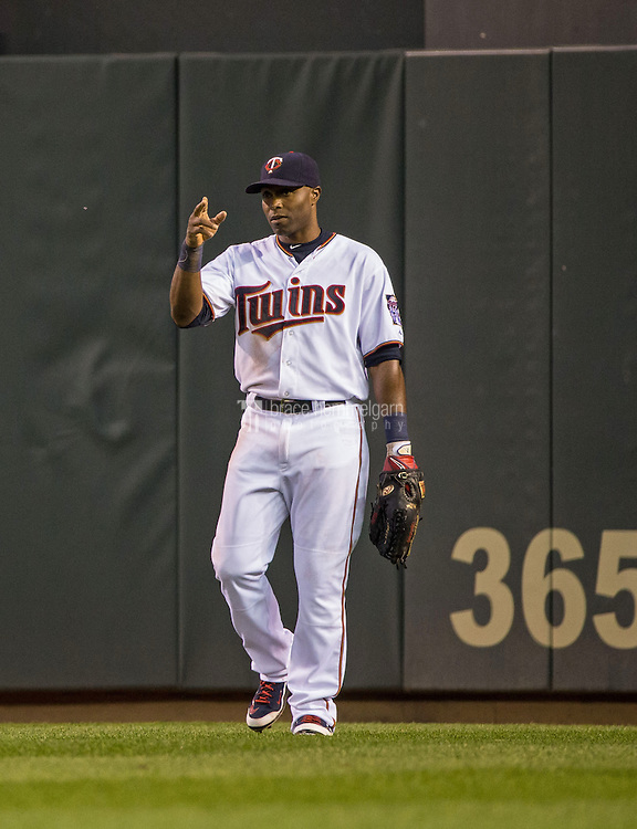 MINNEAPOLIS, MN- MAY 01: Torii Hunter #48 of the Minnesota Twins looks on and acknowledges the fans against the Chicago White Sox on May 1, 2015 at Target Field in Minneapolis, Minnesota. The Twins defeated the White Sox 1-0. (Photo by Brace Hemmelgarn) *** Local Caption *** Torii Hunter