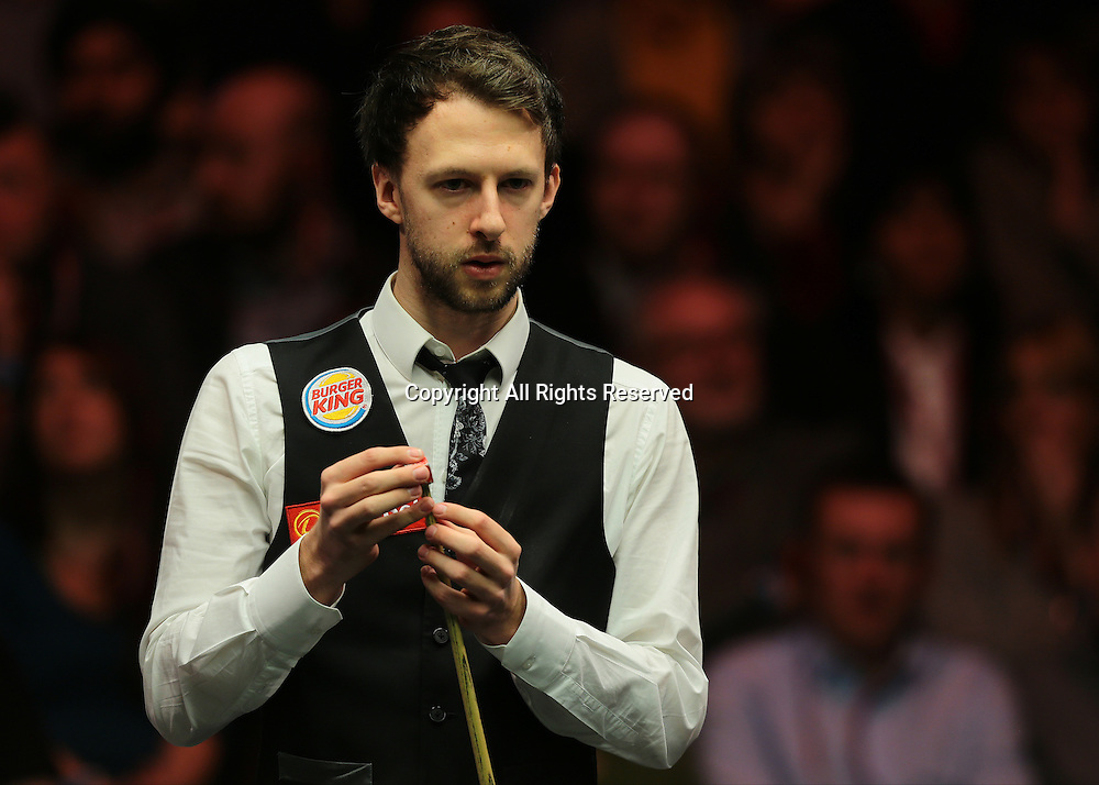 16.01.2016.  Alexandra Palace, London, England. Masters Snooker. Semi Finals. Judd Trump chalks his cue during the eighth frame