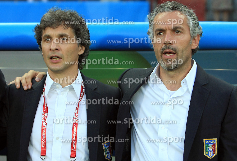 Head coach of Italy Roberto Donadoni, left his assistant ... before the UEFA EURO 2008 Quarter-Final soccer match between Spain and Italy at Ernst-Happel Stadium, on June 22,2008, in Wien, Austria. Spain won after penalty shots 4:2. (Photo by Vid Ponikvar / Sportal Images)