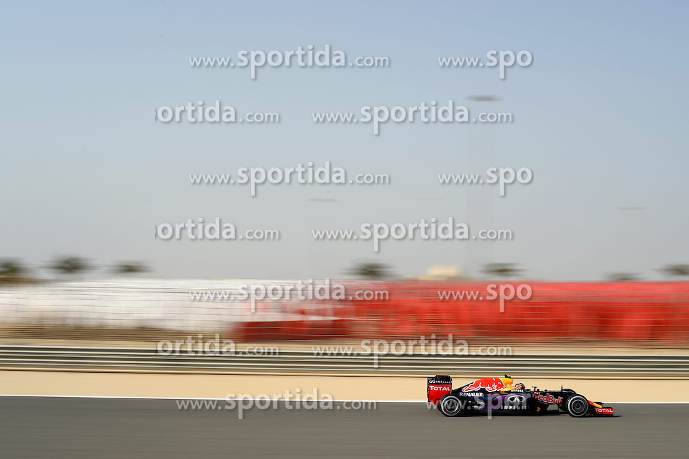 18.04.2015, International Circuit, Sakhir, BHR, FIA, Formel 1, Grand Prix von Bahrain, Qualifying, im Bild Daniil Kvyat (RUS) Red Bull Racing RB11 // during Qualifying of the FIA Formula One Bahrain Grand Prix at the International Circuit in Sakhir, Bahrain on 2015/04/18. EXPA Pictures &copy; 2015, PhotoCredit: EXPA/ Sutton Images/ Patrik Lundin<br /> <br /> *****ATTENTION - for AUT, SLO, CRO, SRB, BIH, MAZ only*****