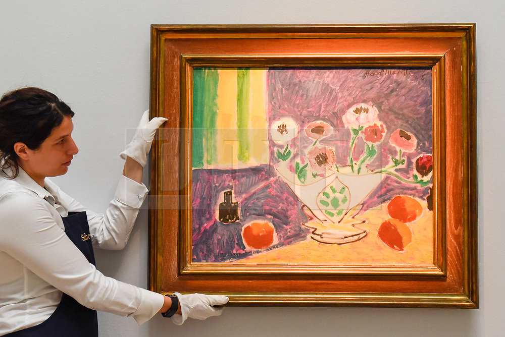 """© Licensed to London News Pictures. 14/06/2019. LONDON, UK. A technician presents """"Vase d'anémones"""". 1946, by Henri Matisse (Est. £4-6m). Preview of Impressionist and Modern art sales, which will take place at Sotheby's New Bond Street on 18 and 19 June 2019.  Photo credit: Stephen Chung/LNP"""