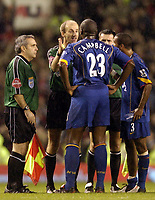 Fotball<br /> Premier League 2004/05<br /> Manchester United v Arsenal<br /> 24. oktober 2004<br /> Foto: Digitalsport<br /> NORWAY ONLY<br /> Sol Campbell confronts Mike Riley at the end of the game