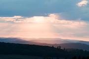 Sonnenuntergang von Bad Grund aus über Landschaft, Berge und Hügel westlich des Harz, Harz, Niedersachsen, Deutschland | sunset from Bad Grund, view over landscape and hills wet of Harz, Harz, Lower Saxony, Germany