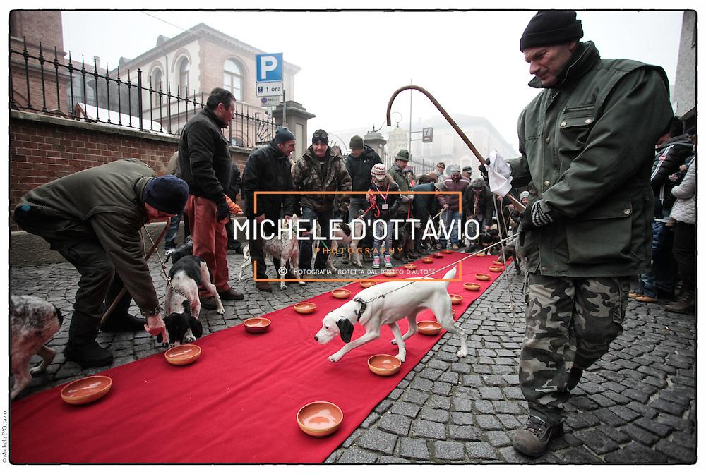 """Canale d'Alba 2° Raduno dei trifolau e cani da tartufo del Piemonte, Pranzo in onore dei cani da tartufo: """"panada al tartufo"""" eseguita dagli chef stellati di Langa e Roero"""