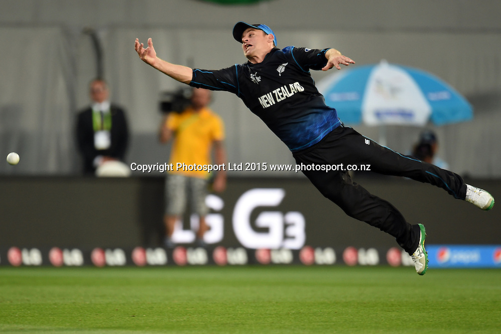 New Zealand fielder Nathan McCullum drops a difficult chance of AB DeVilliers during the ICC Cricket World Cup Semifinal match between New Zealand and South Africa at Eden Park in Auckland, New Zealand. Tuesday 24  March 2015. Copyright Photo: Raghavan Venugopal / www.photosport.co.nz