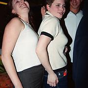 CD uitreiking Ruud Baja Beach Club, Bianca Plune met haar bisexuele vriendin Gill en vriend