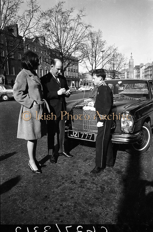 Stirling Moss, British Motor Racing Champion, who is in Ireland for the weekend, obliged Page Boy Charlie McCarthy with his autograph, as he left his Dublin Hotel with his wife on a shopping tour of the city.  The Mercedes car placed at his disposal during his stay was specially chosen because of Mr. Moss's liking for the No. 7 on his cars..08.02.1966