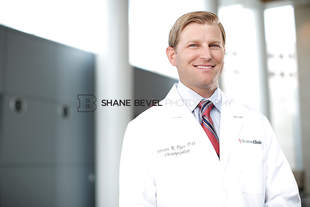 7/22/15 3:21:54 PM -- Dr. Steven Dyer poses for a portrait. <br /> <br /> Photo by Shane Bevel