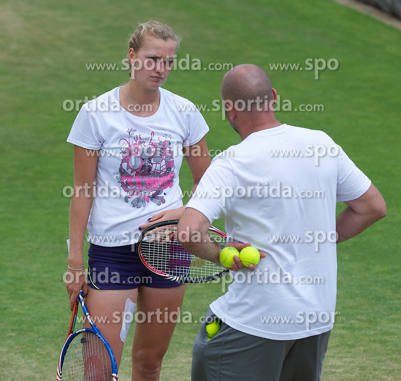 01.07.2011, Wimbledon, London, GBR, WTA Tour, Wimbledon Tennis Championships, im Bild Petra Kvitova (CZE) practices with her coach David Kotyza ahead of her first Grand Slam Final match on day eleven of the Wimbledon Lawn Tennis Championships at the All England Lawn Tennis and Croquet Club. EXPA Pictures © 2011, PhotoCredit: EXPA/ Propaganda/ David Rawcliffe +++++ ATTENTION - OUT OF ENGLAND/UK +++++