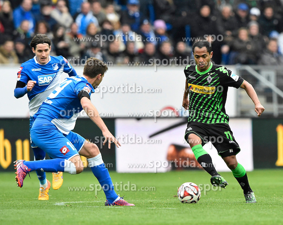 04.04.2015, Rhein Neckar Arena, Sinsheim, GER, 1. FBL, TSG 1899 Hoffenheim vs Borussia Moenchengladbach, 27. Runde, im Bild Raffael Borussia Moenchengladbach am Ball gegen Sven Schipplock TSG 1899 Hoffenheim (links) und Sebastian Rudy TSG 1899 Hoffenheim (links) // during the German Bundesliga 27th round match between TSG 1899 Hoffenheim and Borussia Moenchengladbach at the Rhein Neckar Arena in Sinsheim, Germany on 2015/04/04. EXPA Pictures &copy; 2015, PhotoCredit: EXPA/ Eibner-Pressefoto/ WEBER<br /> <br /> *****ATTENTION - OUT of GER*****