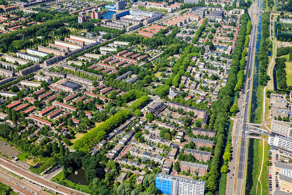 Nederland, Noord-Holland, Amsterdam, 14-06-2012; Overzicht Slotervaart met in de voorgrond de Westereindflat aan de Harry Koningsbergerstraat (rijksmonument). Onder in beeld de ringspoorbaan, rechts de Haarlemmerweg. .Overview residential district Slotervaart, one of the western garden cities of Amsterdam-west..  Constructed on the basis of the General Extension Plan for Amsterdam (AUP, 1935). Example of the New Building (het Nieuwe Bouwen), detached in strips, oblong housing blocks alternated with green areas, built in fifties and sixties of the 20th century. Monumental flat (white/blue building) Westereindflat . Bottom picture the ring railway...luchtfoto (toeslag), aerial photo (additional fee required).foto/photo Siebe Swart