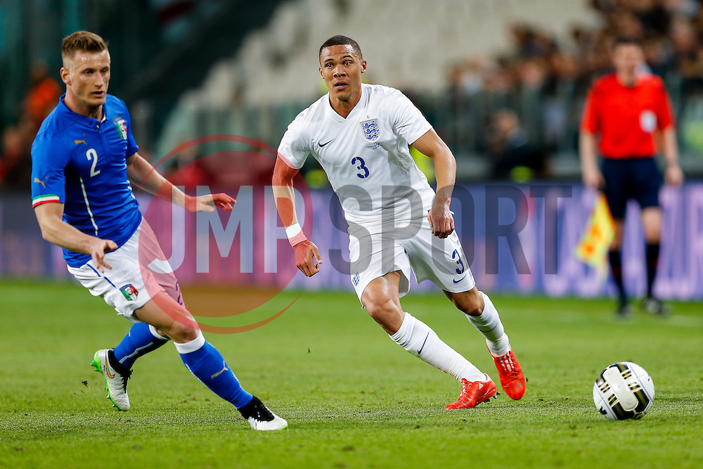 Kieran Gibbs of England is challenged by Ignazio Abate of Italy - Photo mandatory by-line: Rogan Thomson/JMP - 07966 386802 - 31/03/2015 - SPORT - FOOTBALL - Turin, Italy - Juventus Stadium - Italy v England - FIFA International Friendly Match.