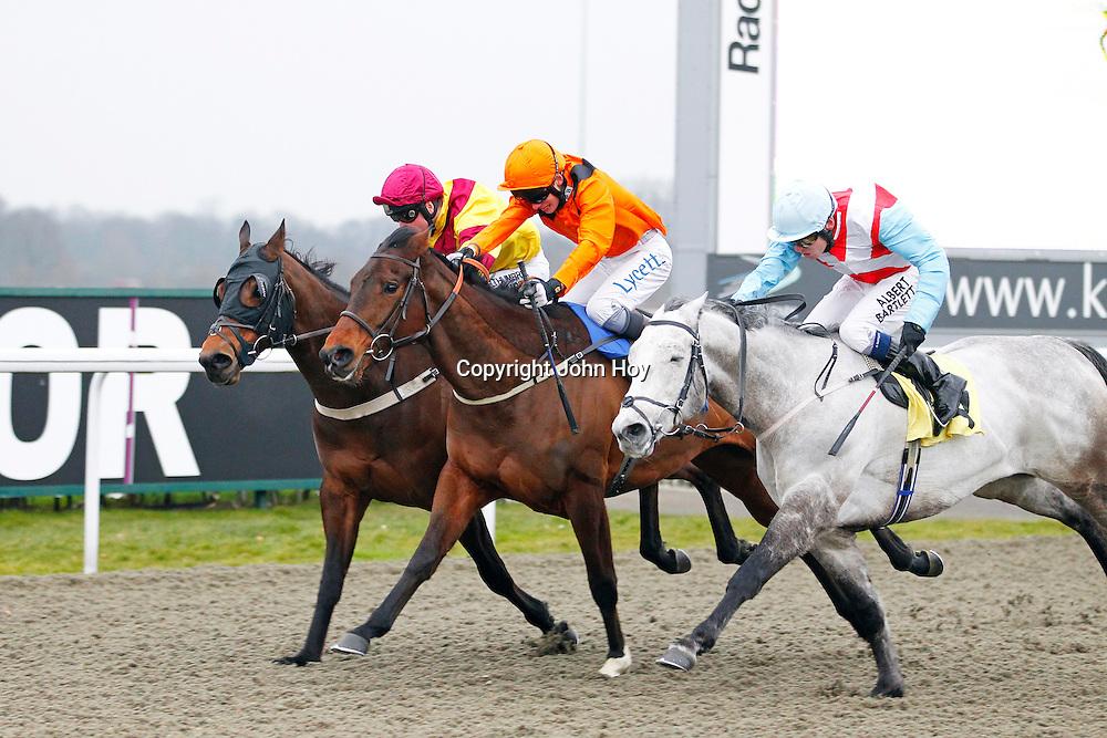 Exceedexpectations and William Twiston-Davies winning the 3.50 race