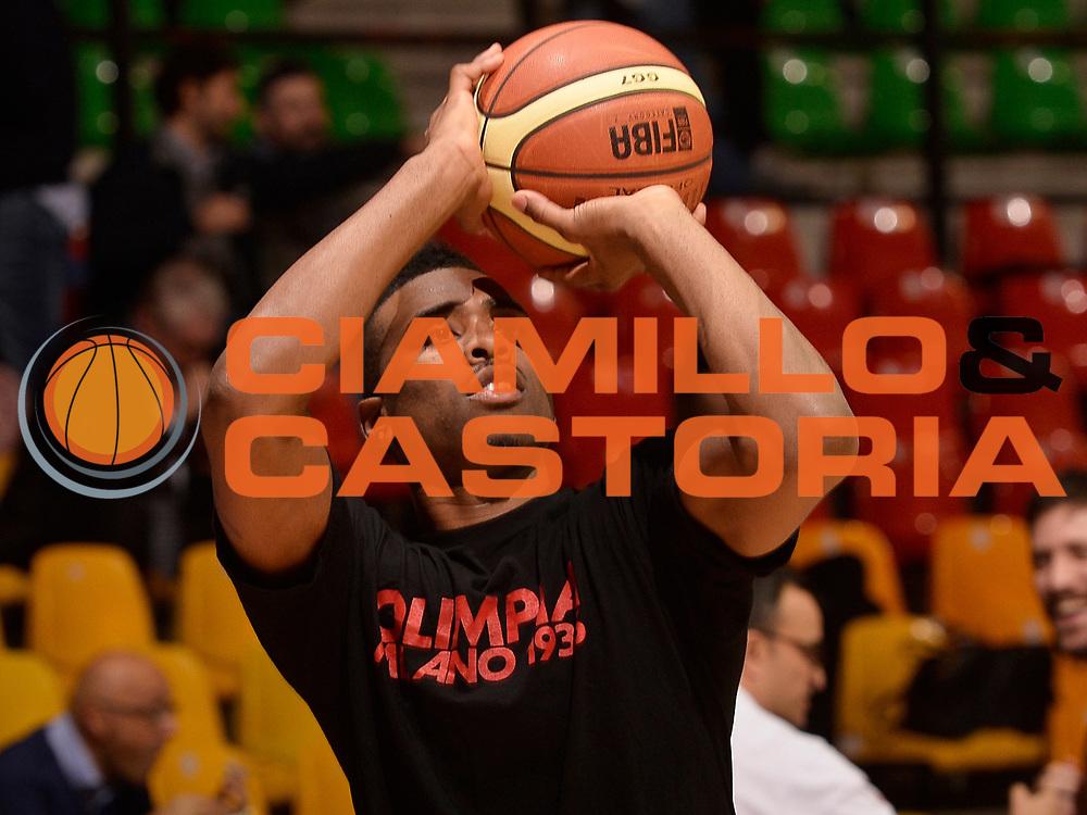 DESCRIZIONE : Desio campionato serie A 2013/14 EA7 Olimpia Milano Giorgio Tesi Group Piastoia <br /> GIOCATORE : Keith Langford<br /> CATEGORIA : pregame<br /> SQUADRA : EA7 Olimpia Milano<br /> EVENTO : Campionato serie A 2013/14<br /> GARA : EA7 Olimpia Milano Giorgio Tesi Group Piastoia<br /> DATA : 04/11/2013<br /> SPORT : Pallacanestro <br /> AUTORE : Agenzia Ciamillo-Castoria/R. Morgano<br /> Galleria : Lega Basket A 2013-2014  <br /> Fotonotizia : Desio campionato serie A 2013/14 EA7 Olimpia Milano Giorgio Tesi Group Piastoia<br /> Predefinita :
