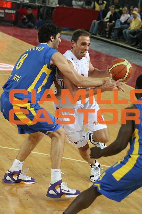 DESCRIZIONE : Roma Eurolega 2006-07 Top 16 Lottomatica Virtus Roma Maccabi Tel Aviv <br /> GIOCATORE : Tonolli <br /> SQUADRA : Lottomatica Virtus Roma <br /> EVENTO : Eurolega 2006-2007 Top 16 <br /> GARA : Lottomatica Virtus Roma Maccabi Tel Aviv <br /> DATA : 22/02/2007 <br /> CATEGORIA : Penetrazione <br /> SPORT : Pallacanestro <br /> AUTORE : Agenzia Ciamillo-Castoria/G.Ciamillo <br /> Galleria : Eurolega 2006-2007 <br />Fotonotizia : Roma Eurolega 2006-2007 Top 16 Lottomatica Virtus Roma Maccabi Tel Aviv <br />Predefinita :