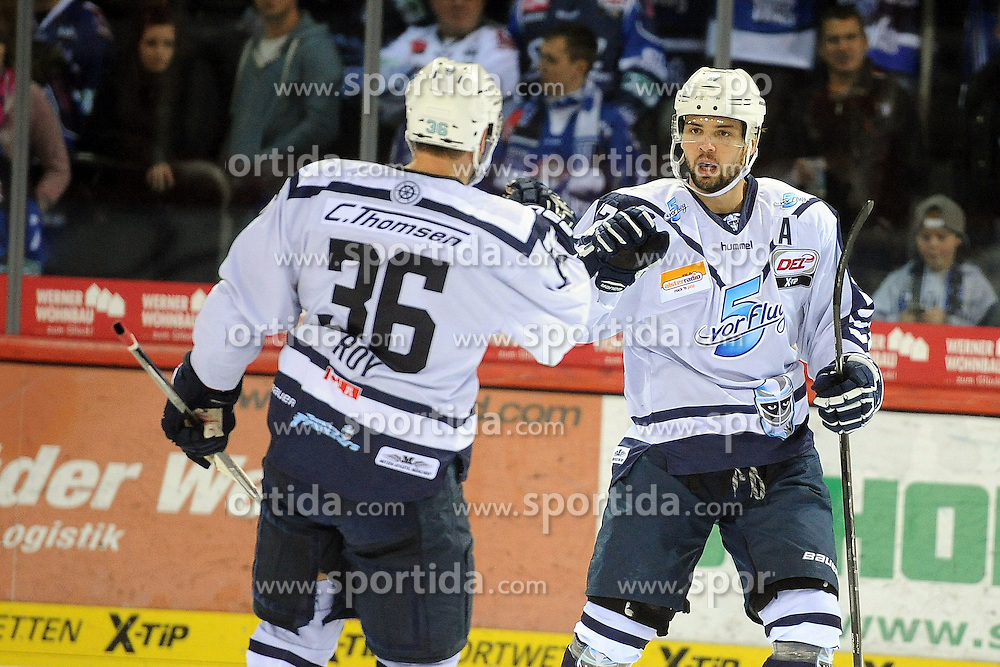 25.09.2015, Helios Arena, Schwenningen, GER, DEL, Schwenninger Wild Wings vs Hamburg Freezers, 5. Runde, im Bild Jubel bei (v.l.n.r.) Mathieu Roy (Hamburg Freezers) Thomas Oppenheimer (Hamburg Freezers) // during the German DEL Icehockey League 5th round match between Schwenninger Wild Wings vs Hamburg Freezers at the Helios Arena in Schwenningen, Germany on 2015/09/25. EXPA Pictures &copy; 2015, PhotoCredit: EXPA/ Eibner-Pressefoto/ Laegler<br /> <br /> *****ATTENTION - OUT of GER*****