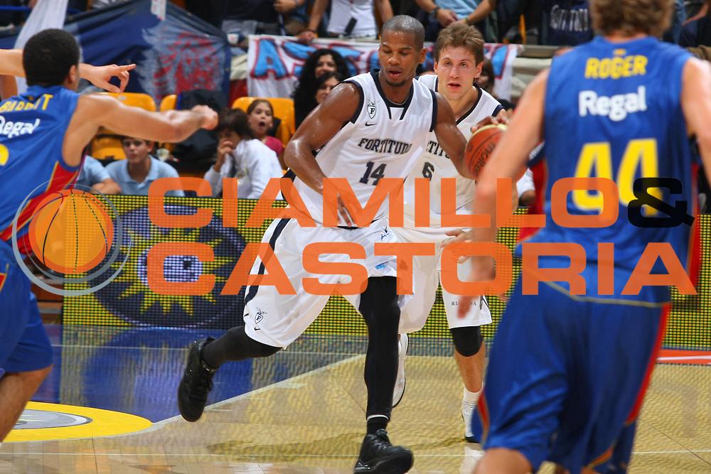 DESCRIZIONE : Bologna Lega A1 2008-09 Amichevole Upim Fortitudo Bologna Regal FC Barcellona<br /> GIOCATORE : Joseph Forte<br /> SQUADRA : Upim Fortitudo Bologna <br /> EVENTO : Campionato Lega A1 2008-2009 <br /> GARA : Upim Fortitudo Bologna Regal FC Barcellona<br /> DATA : 01/10/2008 <br /> CATEGORIA : Palleggio<br /> SPORT : Pallacanestro <br /> AUTORE : Agenzia Ciamillo-Castoria/G.Ciamillo<br /> Galleria : Lega Basket A1 2008-2009 <br /> Fotonotizia : Bologna Lega A1 2008-09 Amichevole Upim Fortitudo Bologna Regal FC Barcellona<br /> Predefinita :