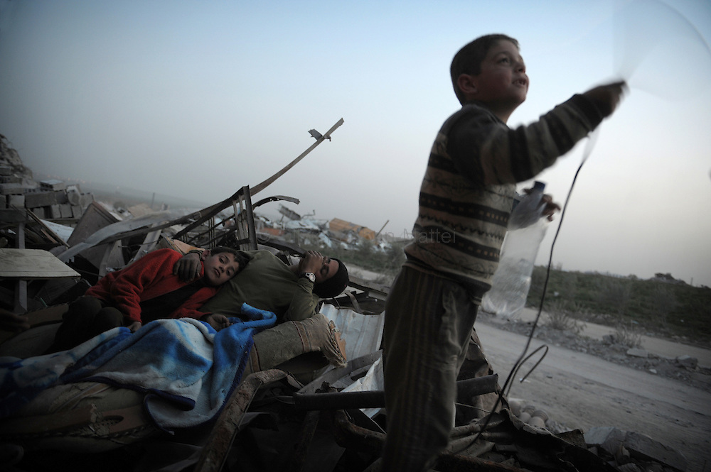 Children from the Palestinian Hammuda family spend the night outside their destroyed house in Jabalia's Ezbet Abed Rabbo district in the northern Gaza Strip on January 26, 2009. An ongoing Saudi campaign to raise aid for the battered Gaza Strip has so far raised 59.8 million dollars, including 10.7 million dollar from King Abdullah bin Abdul Aziz and his crown prince.