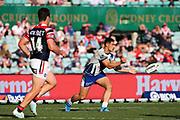 Roger Tuivasa-Sheck passes. Sydney Roosters v Vodafone Warriors. NRL Rugby League. Sydney Cricket Ground, Sydney, Australia. 18th August 2019. Copyright Photo: David Neilson / www.photosport.nz