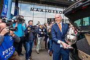 ROTTERDAM - 30-04-2017, AZ - Vitesse, finale KNVB beker, Stadion De Kuip, Gijs de Jong komt aan met de KNVB beker.