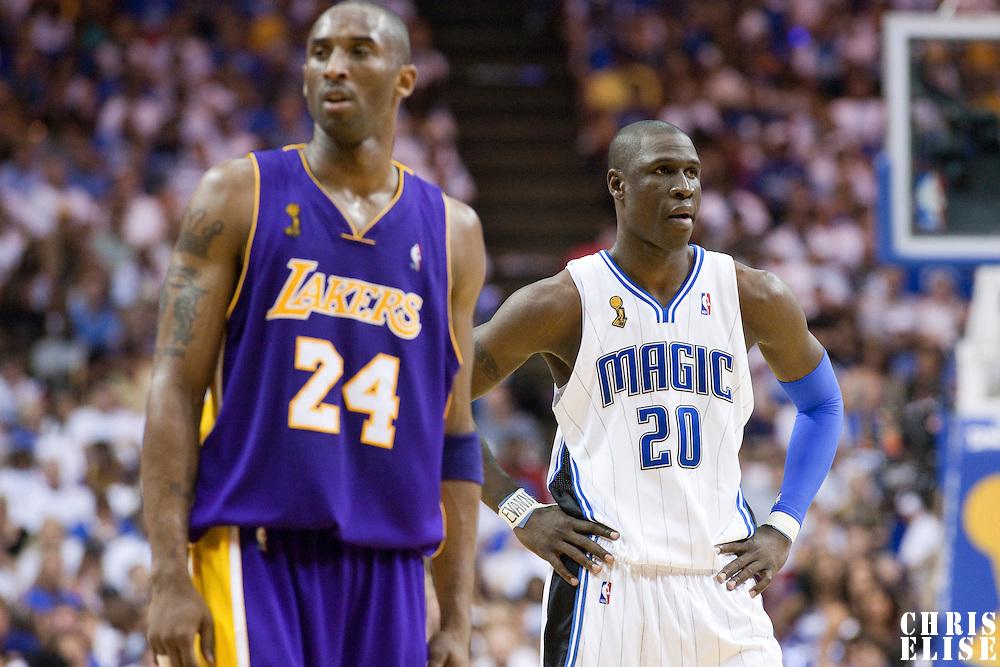 NBA - FINALS NBA 2008/2009 - LOS ANGELES LAKERS V ORLANDO MAGIC - GAME 5 -  ORLANDO (USA) - 14/06/2009 - .MICKAEL PIETRUS (ORLANDO MAGIC), KOBE BRYANT (LOS ANGELES LAKERS)