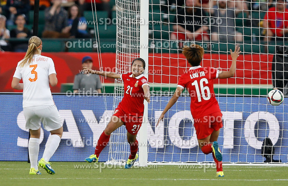 12.06.2015, Commonwealth Stadium, Edmonton, CAN, FIFA WM, Frauen, China vs Niederlande, Gruppe A, im Bild Wang Lisi (C) of China celebrates scoring.China won 1-0 // during group A match of FIFA Women's World Cup between China and Netherlands at the Commonwealth Stadium in Edmonton, Canada on 2015/06/12. EXPA Pictures &copy; 2015, PhotoCredit: EXPA/ Photoshot/ Wang Lili<br /> <br /> *****ATTENTION - for AUT, SLO, CRO, SRB, BIH, MAZ only*****