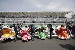 October 30, 2016 - Mexico - EUM20161030DEP32.JPG.CIUDAD DE MÉXICO Motoring/Automovilismo-F1 México.- Ambiente en el Autódromo Hermanos Rodríguez de la Ciudad de México, durante el Gran Premio de México que se disputó este domingo 30 de octubre de 2016. Bailables folclóricos motivaron a los presentes en la F1esta del automovilismo en México.  Foto: Agencia EL UNIVERSAL/Alejandro Acosta/RCC. (Credit Image: © El Universal via ZUMA Wire)