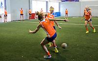 TUCUMAN  Argentinie - Het Nederlands vrouwen hockeyteam bracht de ochtend op de rustdag door met het uitlopen en een partijtje voetbal op een indoor voetbalveldje in de stad. Caia van Maasakker aan de balANP KOEN SUYK