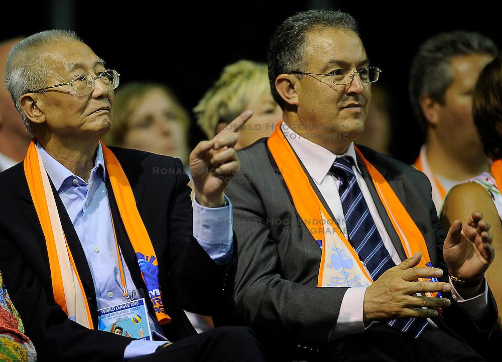 26-06-2010 VOLLEYBAL: WLV NEDERLAND - BRAZILIE: ROTTERDAM<br /> Nederland verliest met 3-1 van Brazilie / FIVB President Mr. Jizong Wei en zijn vrouw, Ahmed Aboutaleb<br /> &copy;2010-WWW.FOTOHOOGENDOORN.NL