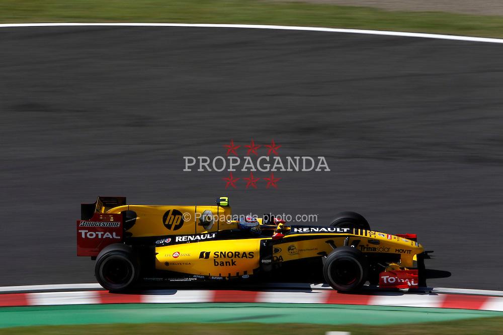 Motorsports / Formula 1: World Championship 2010, GP of Japan, 12 Vitaly Petrov (RUS, Renault F1 Team),
