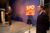 24 JAN 2005, BERLIN/GERMANY:<br /> Gerhard Schroeder (L), SPD, Bundeskanzler, und Franz Muentefering (R), SPD Partei- und Fraktionsvorsitzender, waehrend der Rede von Schroeder, auf dem Neujahrsempfang der SPD Bundestagsfraktion, Fraktionsebene, Deutscher Bundestag<br /> IMAGE: 20050124-02-028<br /> KEYWORDS: Gerhard Schröder, speech, Franz Müntefering