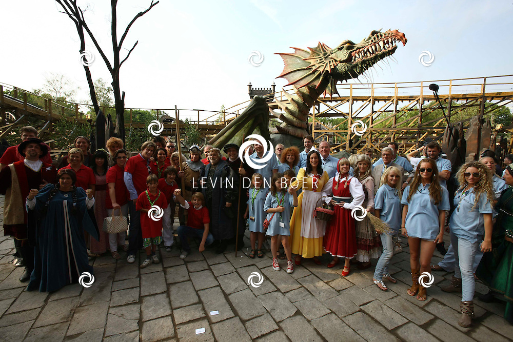 KAATSHEUVEL - In de Efteling was vandaag de officiele opening van Joris en de Draak. Met op de foto alle strijdende deelnemers. FOTO LEVIN DEN BOER - PERSFOTO.NU