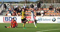 Fotball, NM 2.runde ,  <br /> 24.05.17<br /> Nammo Stadion<br /> Raufoss v Sogndal  0-2<br /> Foto : Dagfinn Limoseth , Digitalsport<br /> <br /> Ole Kristian Lauvli og Marius Svanberg Alm , Raufoss ser Bendik Bye , Sogndal scorer.