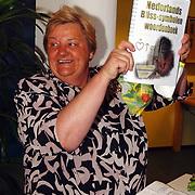 Presentatie Bliss woordenboek de Trappenberg aan Erica Terpstra