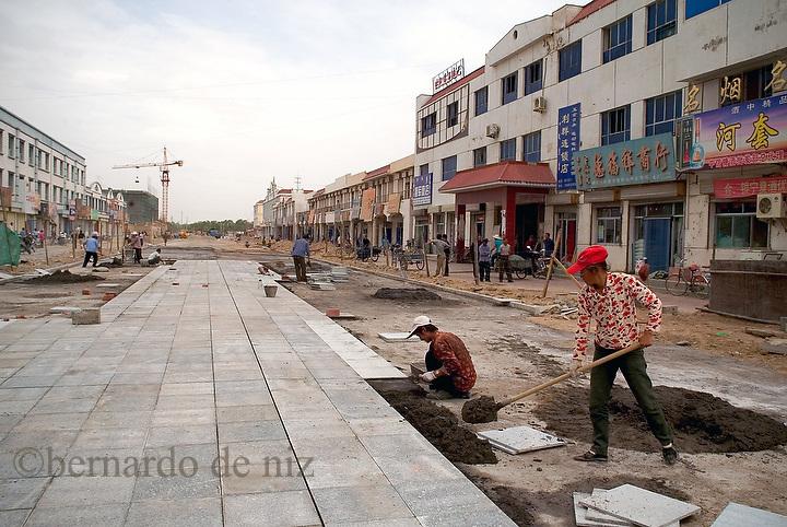 Daily life in the border city. Xixia . Inner Mongolia, China. Photo: Bernardo De Niz