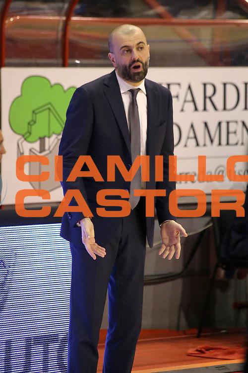 DESCRIZIONE : Campionato 2015/16 Giorgio Tesi Group Pistoia Dolomiti Energia Trentino<br /> GIOCATORE : Buscaglia Maurizio<br /> CATEGORIA : Allenatore Coach Mani Delusione<br /> SQUADRA : Dolomiti Energia Trentino<br /> EVENTO : LegaBasket Serie A Beko 2015/2016<br /> GARA : Giorgio Tesi Group Pistoia - Dolomiti Energia Trentino<br /> DATA : 31/01/2016<br /> SPORT : Pallacanestro <br /> AUTORE : Agenzia Ciamillo-Castoria/S.D'Errico<br /> Galleria : LegaBasket Serie A Beko 2015/2016<br /> Fotonotizia : Campionato 2015/16 Giorgio Tesi Group Pistoia - Dolomiti Energia Trentino<br /> Predefinita :