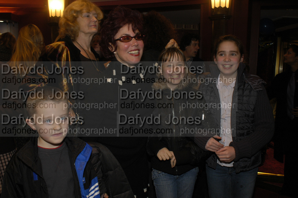Sam Roberts, Ruby Wax, Marina Wax and Olivia Leat. Mary Poppins Gala charity night  in aid of Over the Wall. Prince Edward Theatre. 14 December 2004. ONE TIME USE ONLY - DO NOT ARCHIVE  © Copyright Photograph by Dafydd Jones 66 Stockwell Park Rd. London SW9 0DA Tel 020 7733 0108 www.dafjones.com